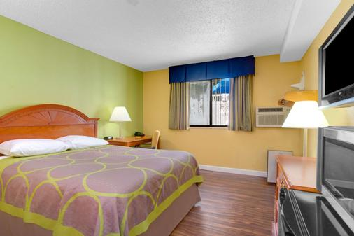 Super 8 by Wyndham Gainesville - Gainesville - Bedroom