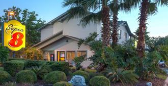 Super 8 by Wyndham Gainesville - Gainesville - Bygning