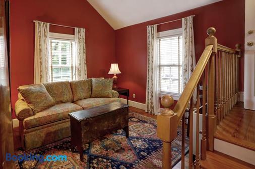 200 South Street Inn - Charlottesville - Living room