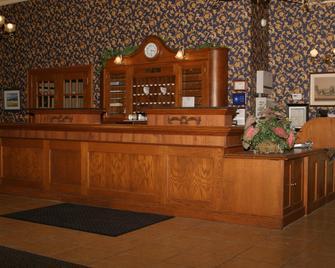 The Island House Hotel - Port Clinton - Rezeption