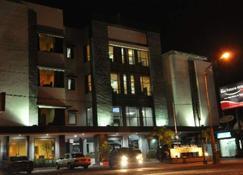 Riez Palace Hotel - Tegal - Building