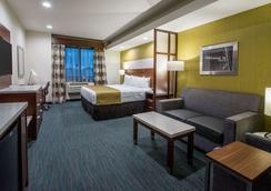 Best Western PLUS Gardena Inn & Suites - Gardena - Schlafzimmer