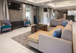 Best Western PLUS Gardena Inn & Suites - Gardena - Lobby