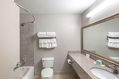 Quality Inn - Mesquite - Bathroom