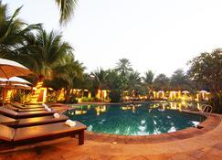 Laluna Hotel And Resort, Chiang Rai - Chiang Rai - Piscina