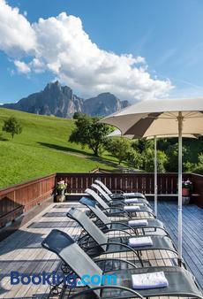 Hotel Alpenroyal - Castelrotto - Balcony