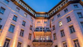 Radisson Blu Schwarzer Bock Hotel Wiesbaden - ויסבאדן - בניין