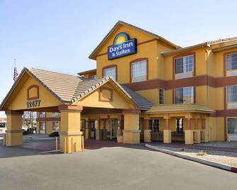 Days Inn & Suites by Wyndham Surprise - Surprise - Gebouw