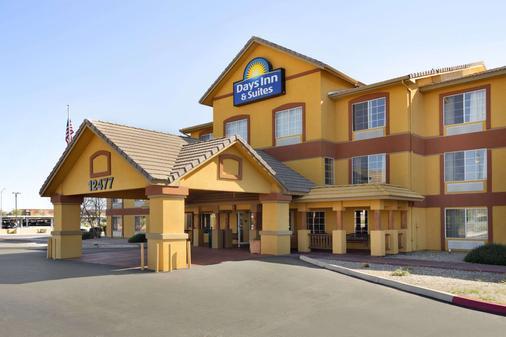 Days Inn & Suites by Wyndham Surprise - Surprise - Building