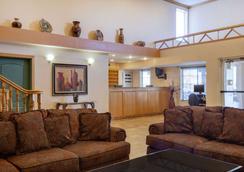 Days Inn & Suites by Wyndham Surprise - Surprise - Lobby