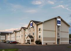 Baymont by Wyndham North Platte - North Platte - Building
