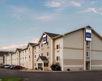 Baymont by Wyndham North Platte - North Platte - Building