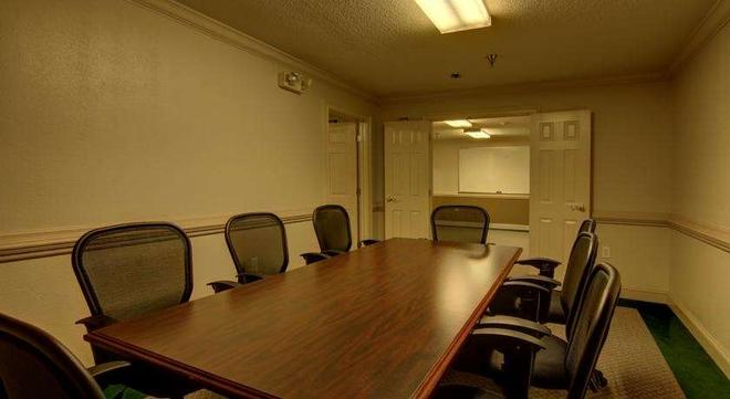 Intown Suites Extended Stay Atlanta/ Kennesaw Town Center - Marietta - Meeting room