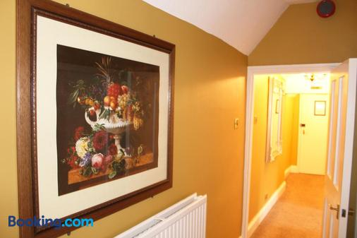 The Lion Hotel - St. Neots - Bathroom