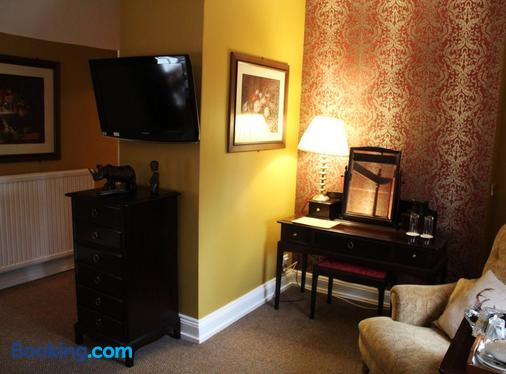 The Lion Hotel - St. Neots - Bedroom