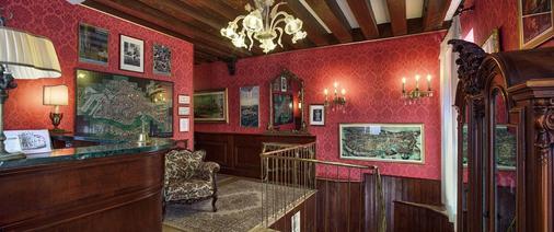 Hotel Galleria - Venice - Front desk