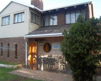Franchise Sister Guest House - Boksburg - Patio