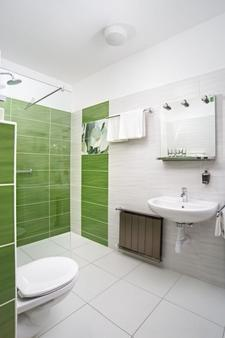Rubin Wellness & Conference Hotel - Budapest - Bathroom