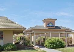 Days Inn by Wyndham Charlotte/Woodlawn Near Carowinds - Charlotte - Toà nhà