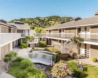 UpValley Inn and Hot Springs Ascend Hotel Collection - Calistoga - Building