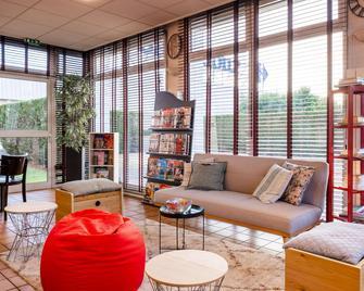 Comfort Hotel Montlucon - Монлюсон - Вітальня