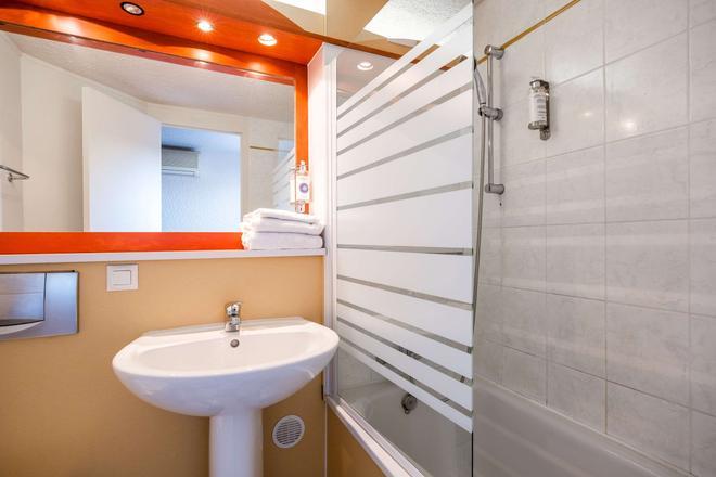 Comfort Hotel Montlucon - Montluçon - Bathroom