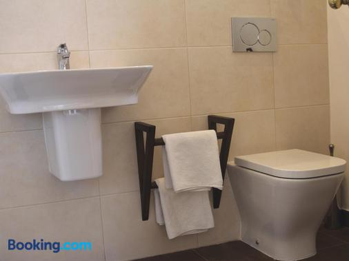 Hostal Avalon - Nerja - Bathroom