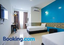 Grand Fc Hotel - George Town - Bedroom