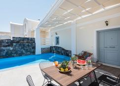 Secret Earth Villas - Santorini - Kamari - Piscina