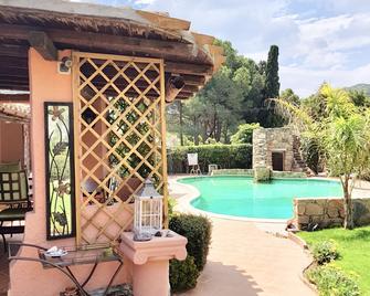 B&B Villa Verde - Short Term Room Rentals - Torre delle Stelle - Pool