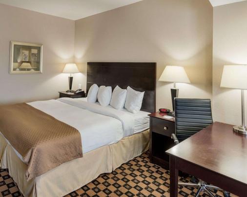 Quality Inn & Suites - Groesbeck - Bedroom