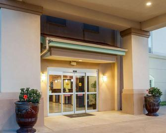 Quality Inn & Suites - Groesbeck - Building