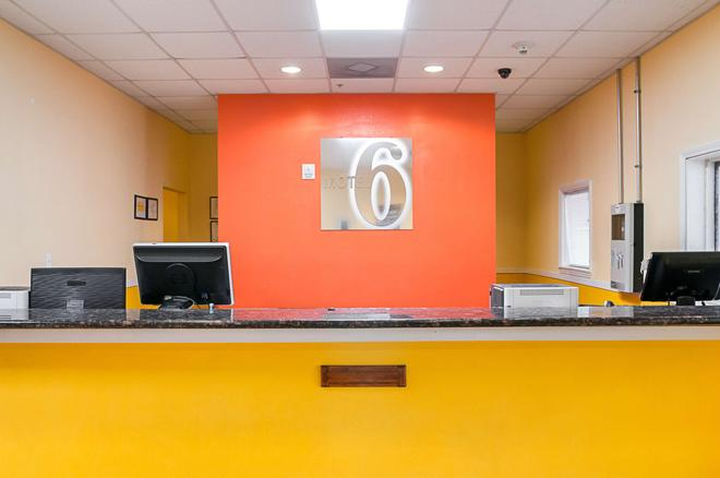 Motel 6 New Orleans - Near Downtown - New Orleans - Front desk