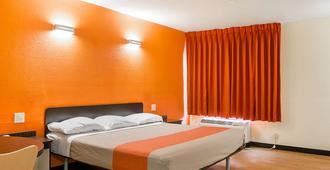 Motel 6 New Orleans - Near Downtown - ניו אורלינס - חדר שינה