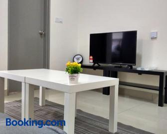 Cyberjaya Suite by HostAssist - Cyberjaya - Living room