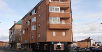 Hostal Ec Leon - לאון - בניין