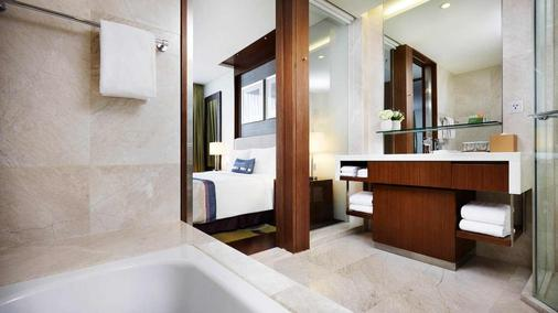 Courtyard by Marriott Seoul Times Square - Seoul - Bathroom