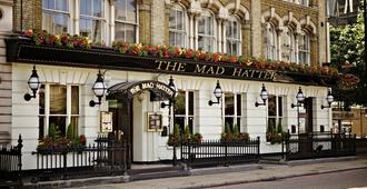 The Mad Hatter Hotel - London - Building
