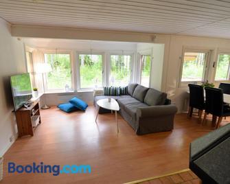 Nommen Fishing Cottages - Vetlanda - Huiskamer