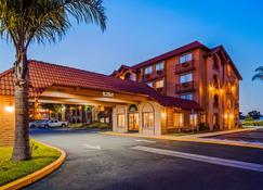 SureStay Plus Hotel by Best Western Lompoc - Lompoc - Rakennus