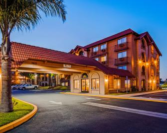 SureStay Plus Hotel by Best Western Lompoc - Lompoc - Building