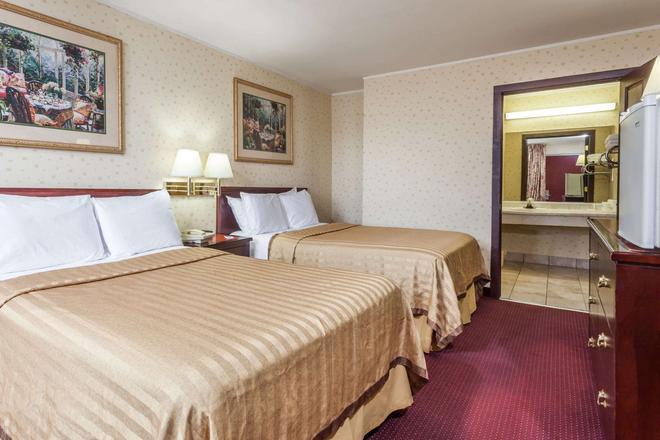 Travelodge by Wyndham Seymour - Seymour - Bedroom