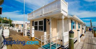 Harborside Motel & Marina - Key West - Building