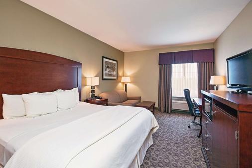 La Quinta Inn & Suites by Wyndham Fort Worth NE Mall - Fort Worth - Bedroom