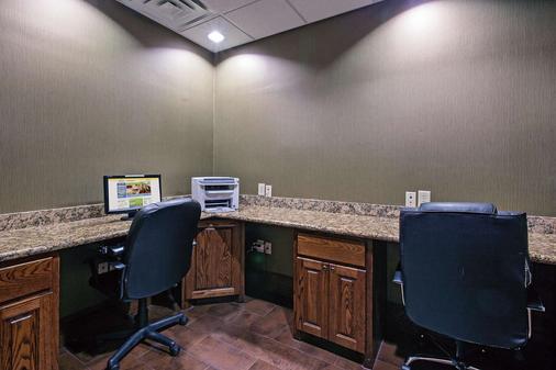 La Quinta Inn & Suites by Wyndham Fort Worth NE Mall - Fort Worth - Business centre