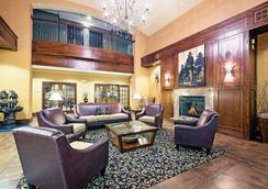 La Quinta Inn & Suites by Wyndham Fort Worth NE Mall - Fort Worth - Lobby