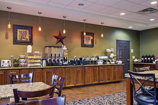 La Quinta Inn & Suites by Wyndham Fort Worth NE Mall - Fort Worth - Buffet