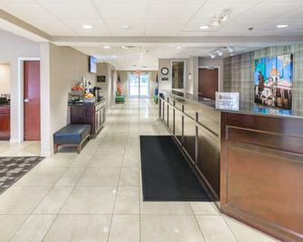 Best Western Concord Inn & Suites - Concord - Front desk
