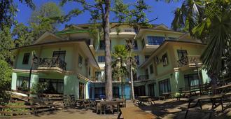 Borneo Tropical Rainforest Resort - Miri