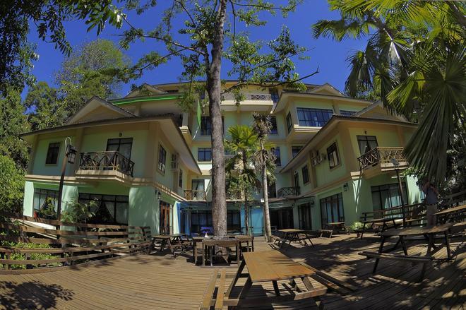 Borneo Tropical Rainforest Resort - Miri - Patio